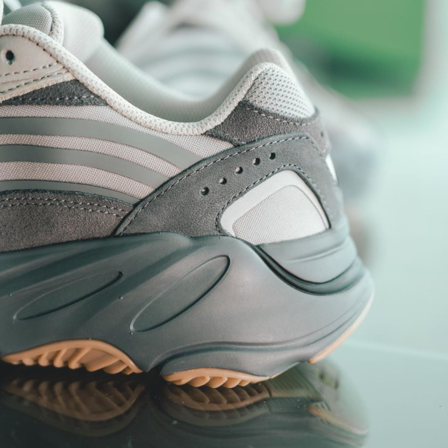 Kanye West x Adidas Yeezy 700 V2 Tephra (2)