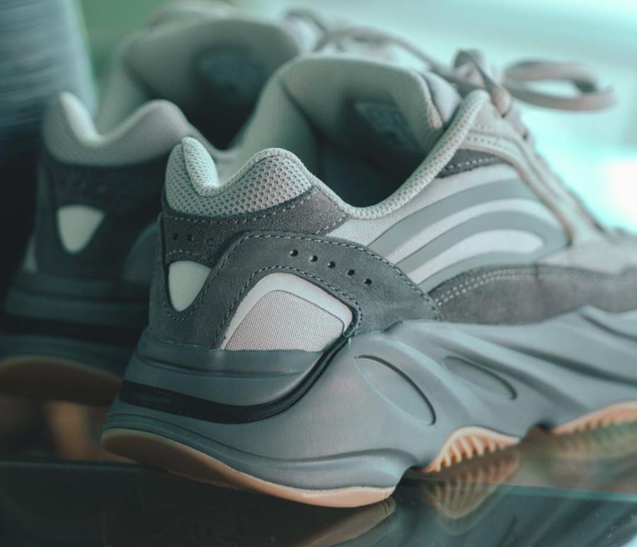 Kanye West x Adidas Yeezy 700 V2 Tephra (5)