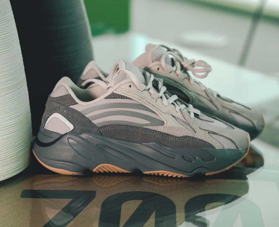 Kanye West x Adidas Yeezy 700 V2 Tephra (6)