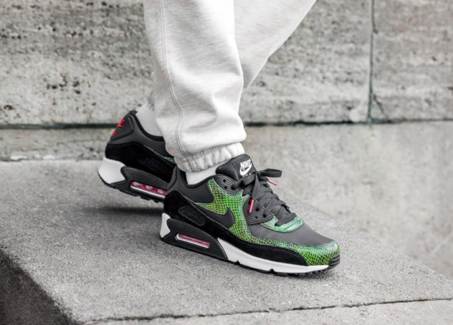 Nike-Air-Max-90-Black-Cyber-Fir-2