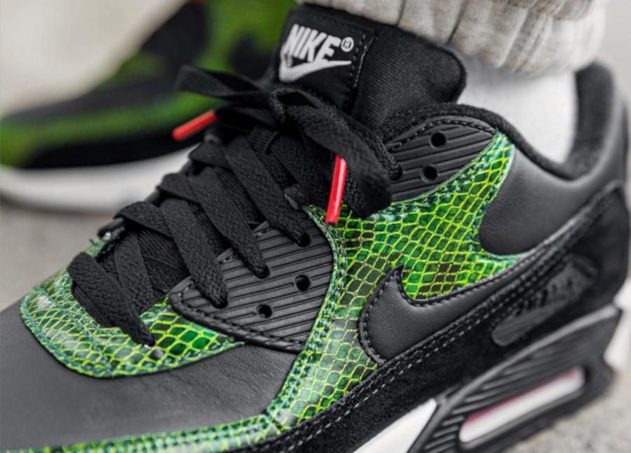 Nike-Air-Max-90-Black-Cyber-Fir-3