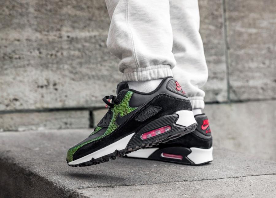 Nike-Air-Max-90-Black-Cyber-Fir-4