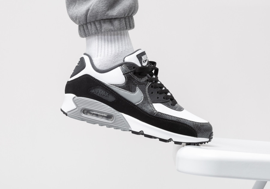 Nike-Air-Max-90-Python-White-Particle-Grey-Anthracite-2