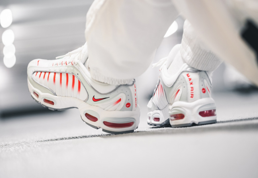Nike Air Max Tailwind IV grise blanche et rouge (2)