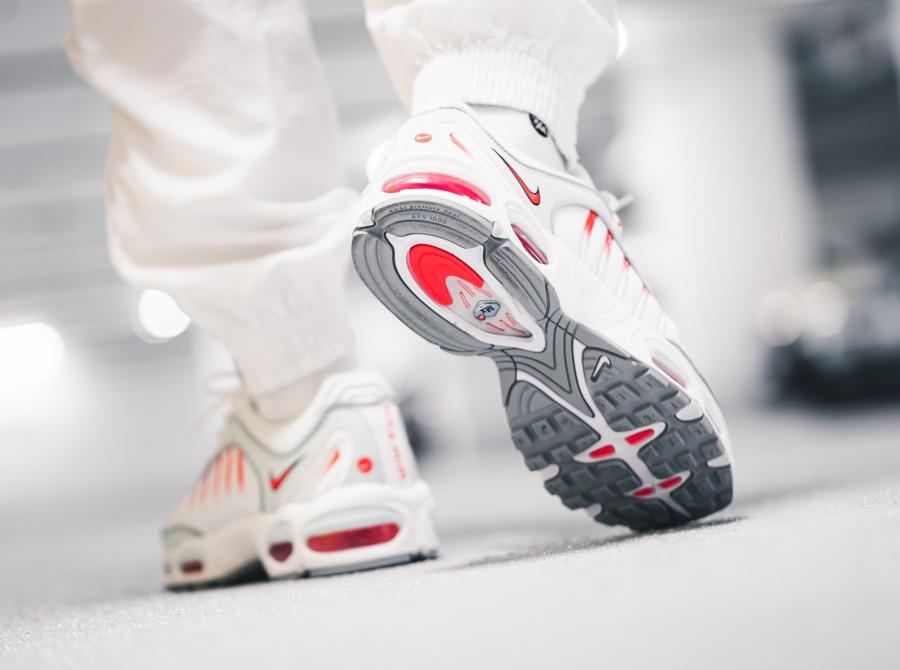 Nike Air Max Tailwind IV grise blanche et rouge (3)