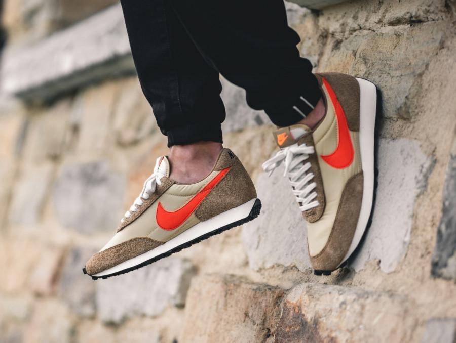 Nike Daybreak SP beige marron et orange (BV7725-700) (2)
