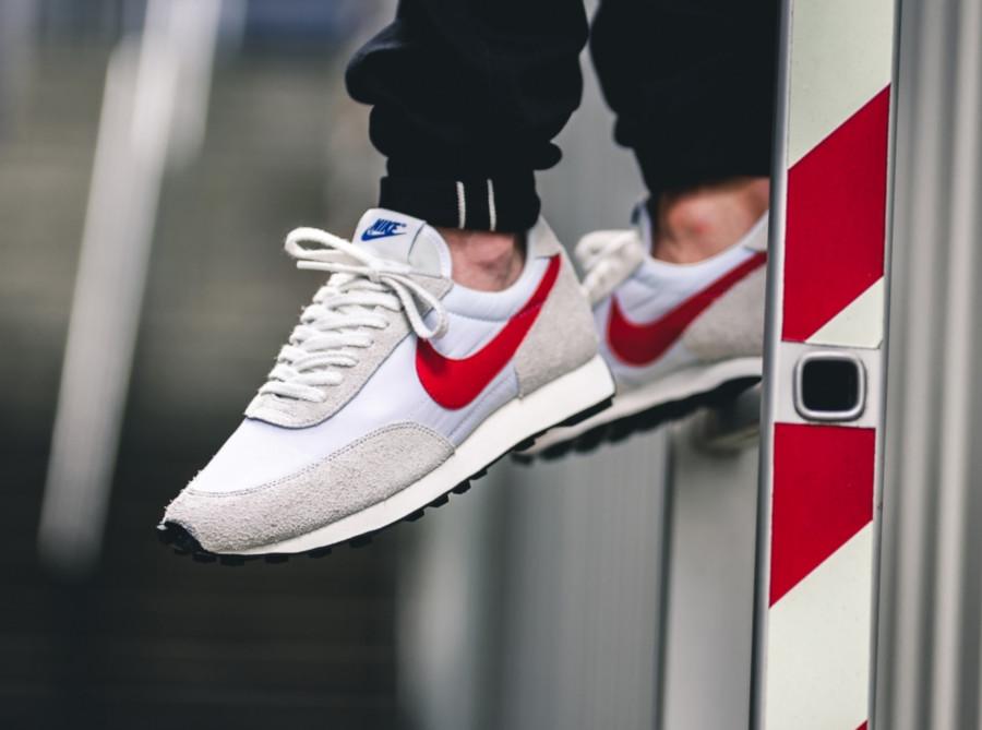 Nike Daybreak SP blanche et rouge(BV7725-100) (1)