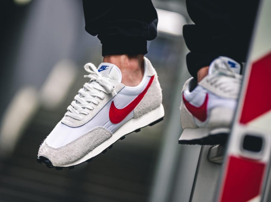 Nike Daybreak SP blanche et rouge(BV7725-100) (2)