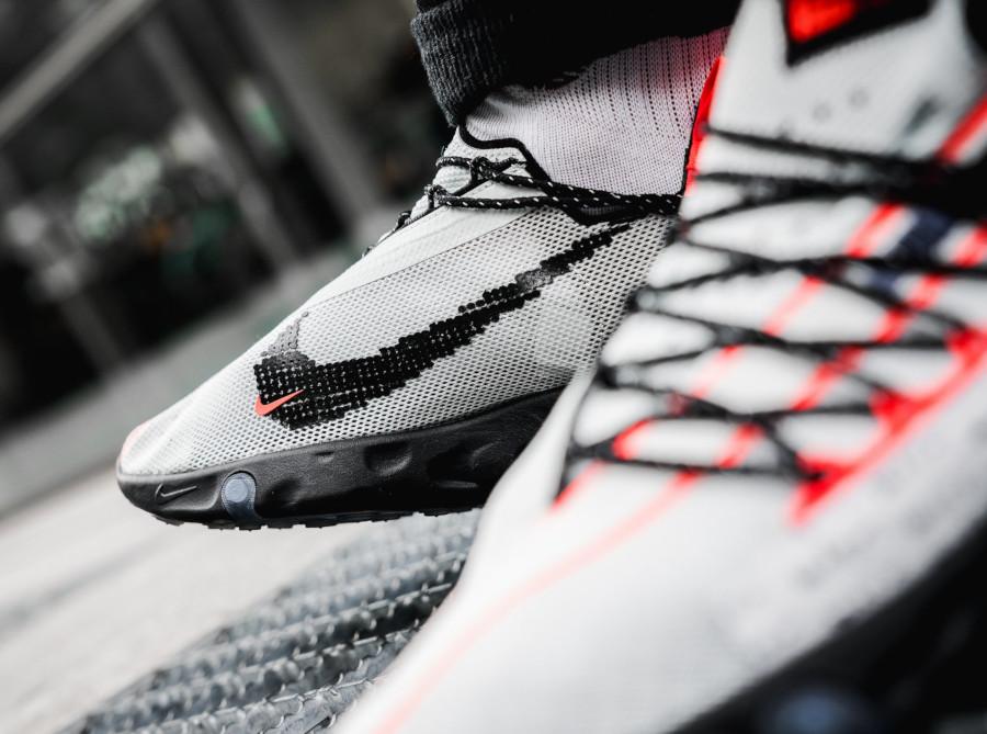Nike React ISPA Ghost Aqua Total Crimson Black (2)