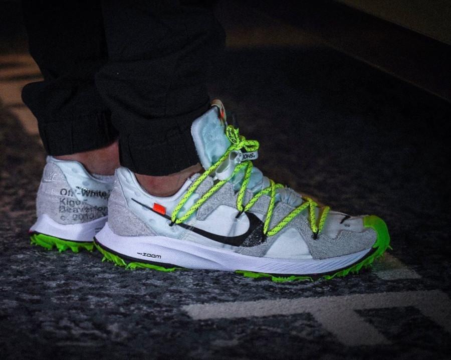 Nike Zoom Terra Kiger 5 blanche et grise