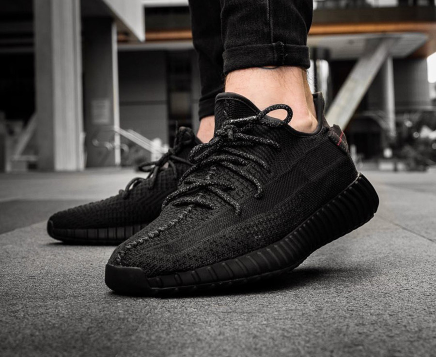 adidas-yeezy-350-v2-black-friday-2019-FU9006 (4)
