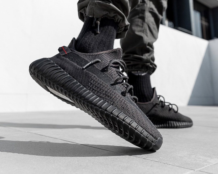 adidas-yeezy-350-v2-black-friday-2019-FU9006 (5)