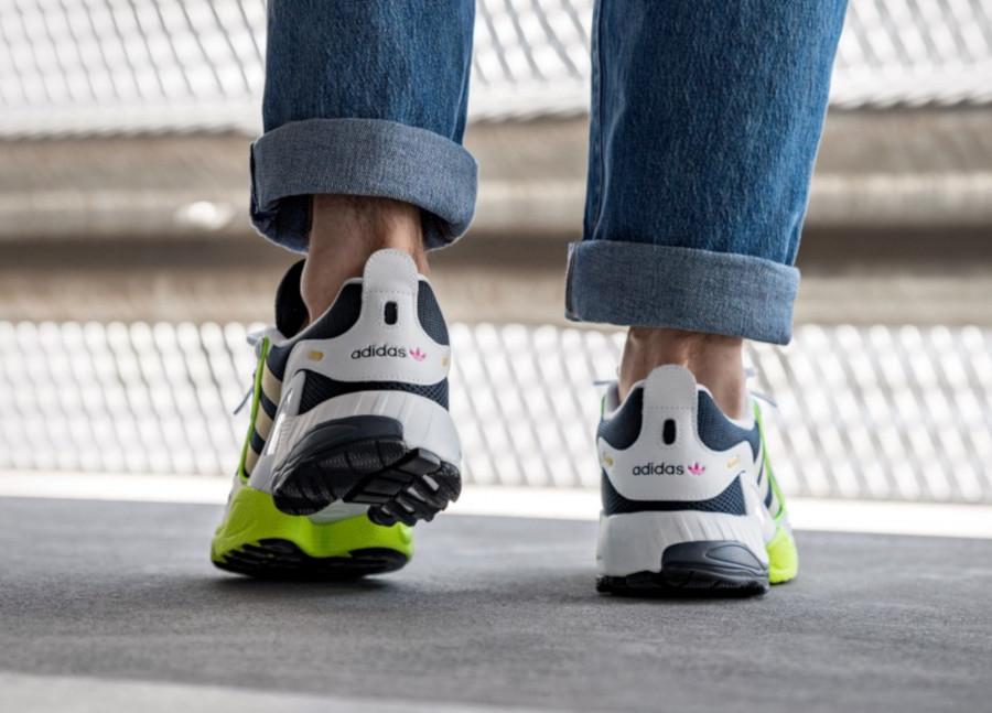 Adidas-Equipment-Gazelle-blanche-bleu-foncé-et-jaune-fluo-1