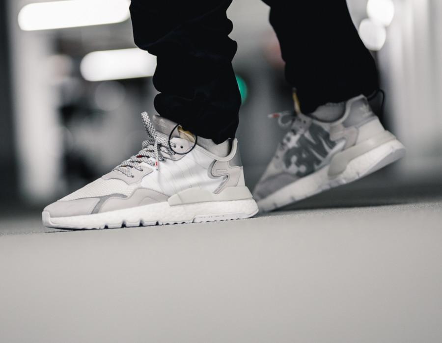 Adidas-Nite-Jogger-blanche-et-gris-argent-EE5855