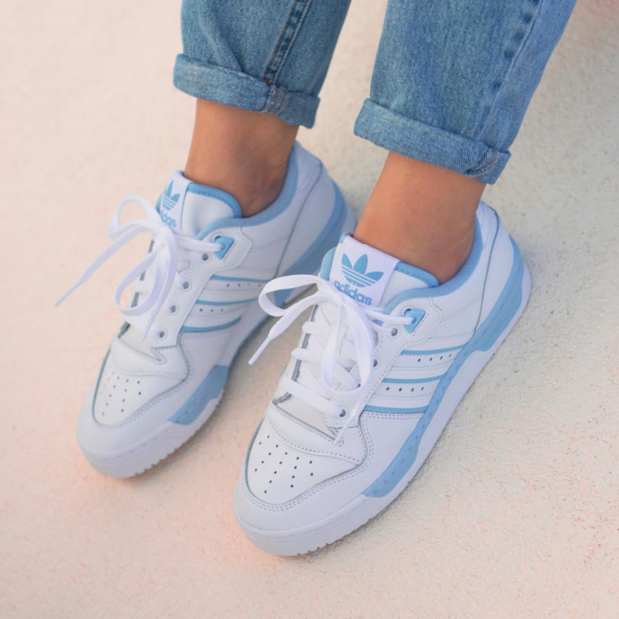 Adidas Rivalry Lo blanche et bleu pastel EE5932 (2)