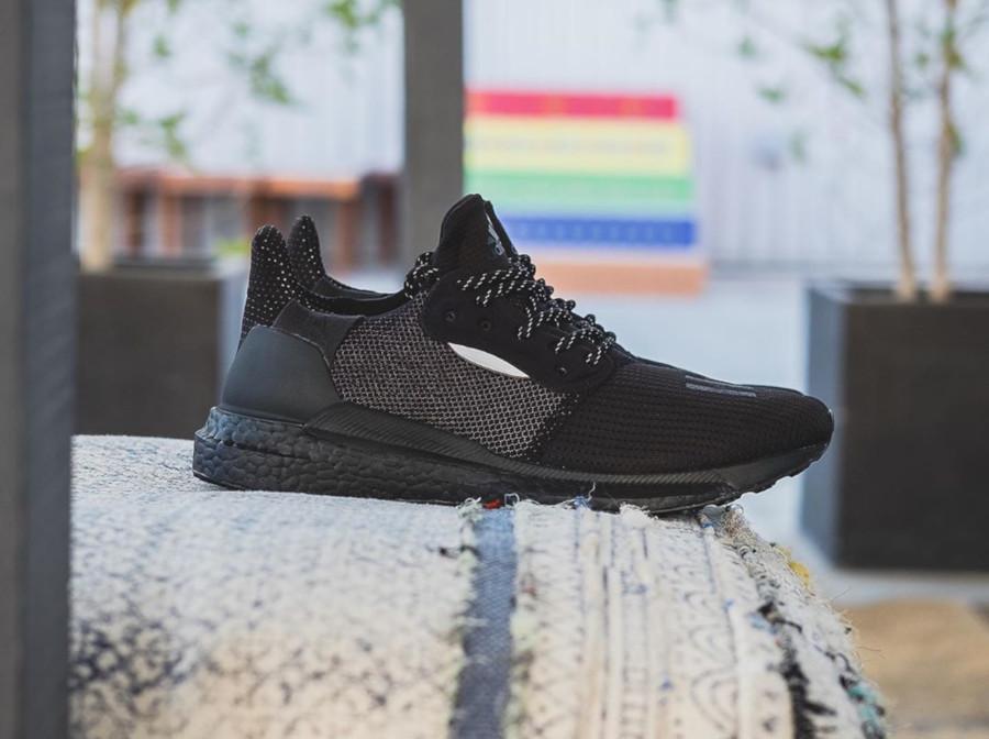 Adidas Solarhu Boost noire EG7788 (1)