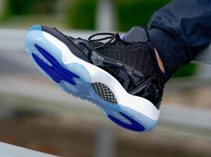 Air Jordan 11 IE Low Black Dark Concord (2)