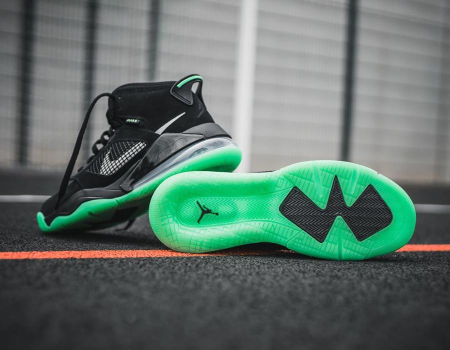 Jordan Mars 270 noire et verte (0-1)