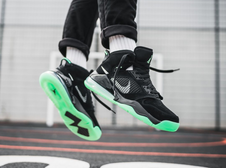 Jordan Mars Air Max 270 Green Glow in the Dark CD7070-003 (1)