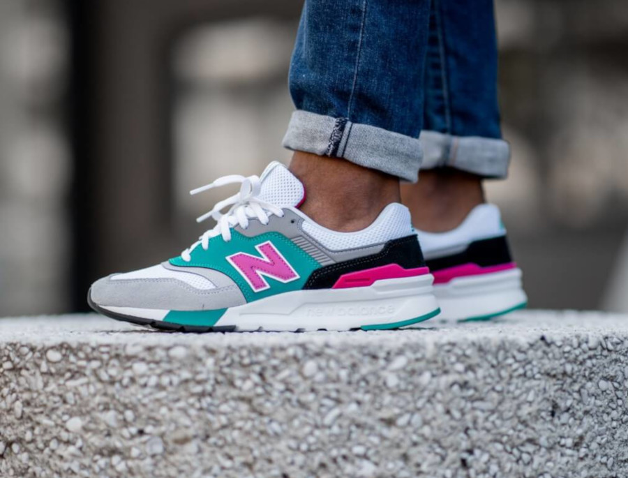 New Balance CM997H blanche grise turquoise et rose (1)