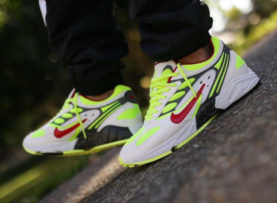 Nike Air Ghost Racer blanche jaune fluo et rouge (5-2)