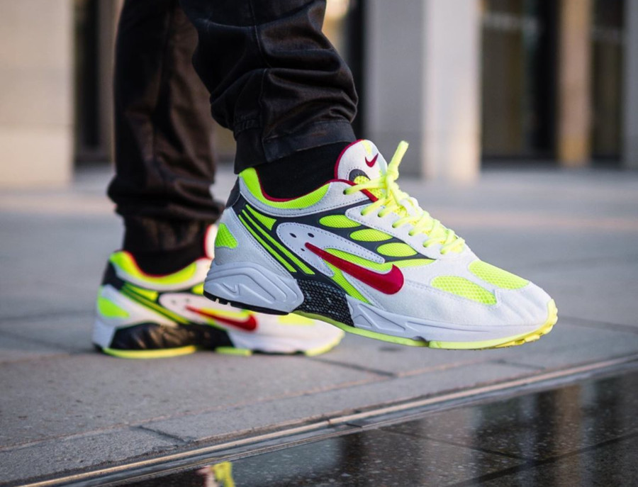 Nike Air Ghost Racer blanche jaune fluo et rouge (5)