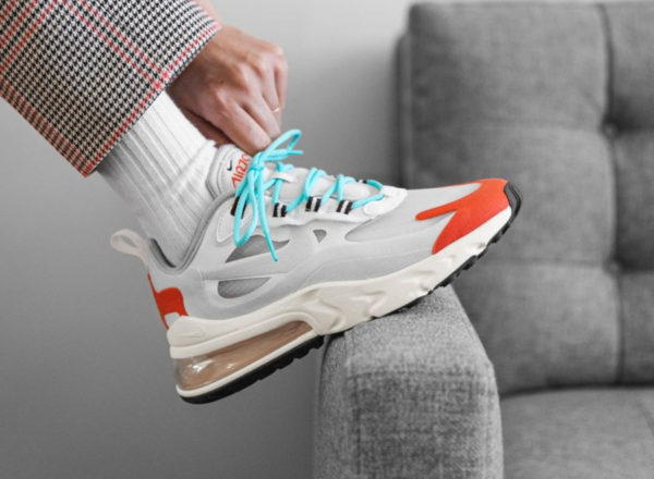 Nike Air Max 270 React blanc cassé orange et bleu ciel (4)