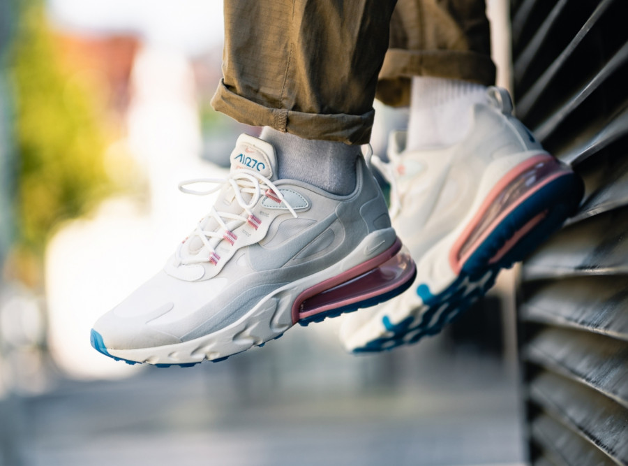 Nike-Air-Max-270-React-blanc-cassé-rose-et-bleu-on-feet-2