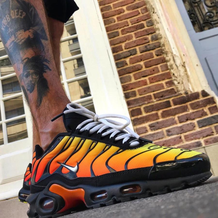 Nike Air Max Plus noire avec un dégradé orange 852630-040 (5)