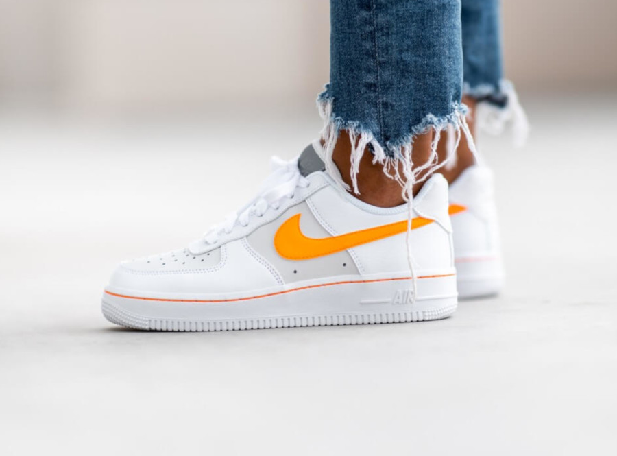 nike air force 1 07 femme orange