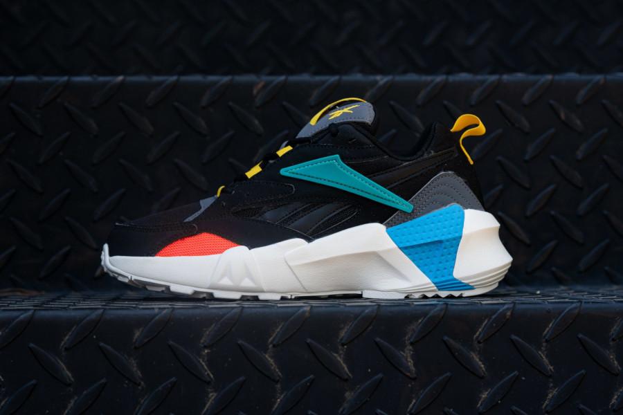 Reebok-Aztrek-Double-NU-Pops-noire-bleue-jaune-et-rouge-2