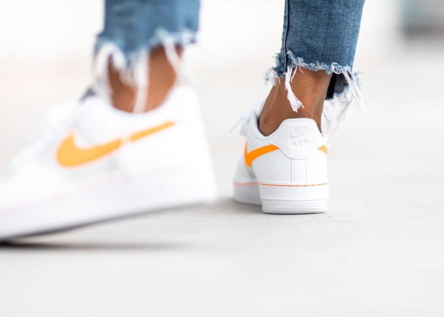 Womens Nike AF-1 blanche grise avec virgule orange (2)