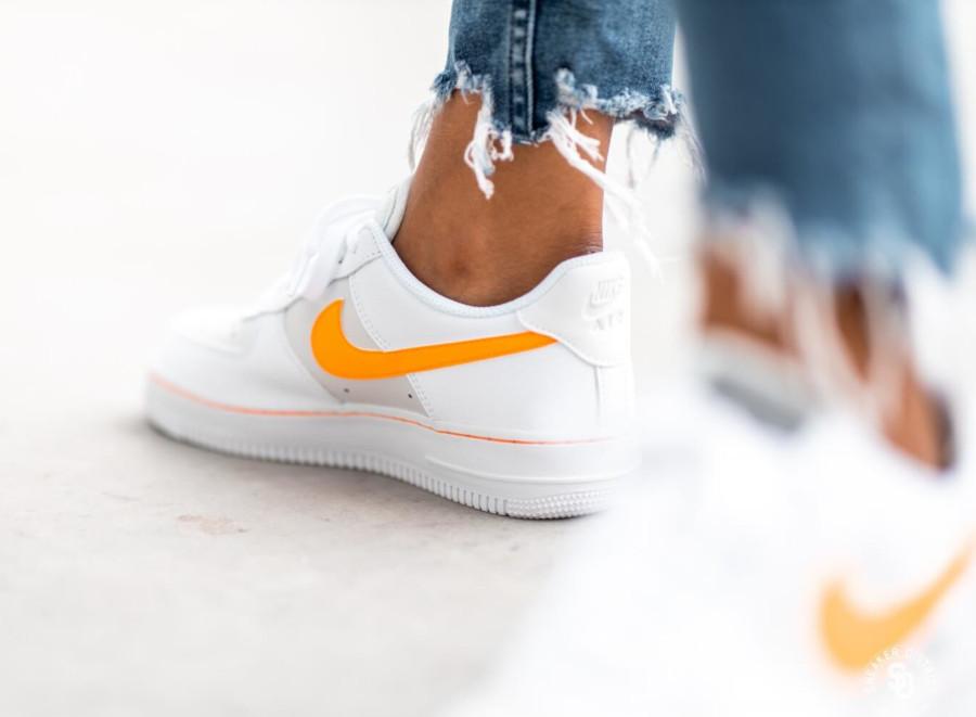 Womens Nike AF-1 blanche grise avec virgule orange (3)