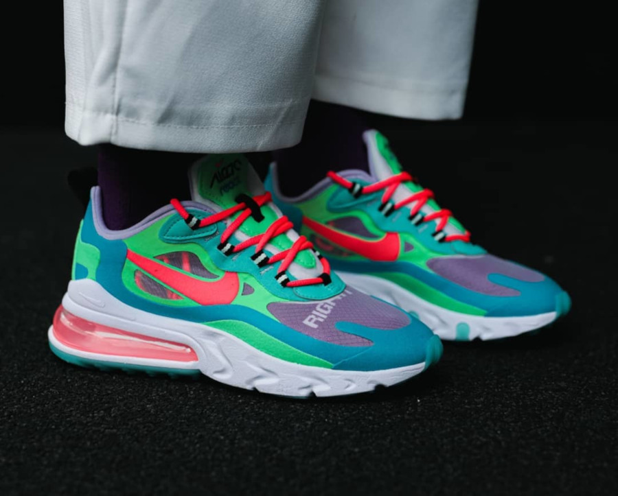 Womens Nike Air Max 270 React bleu ciel vert et rose on feet (2)