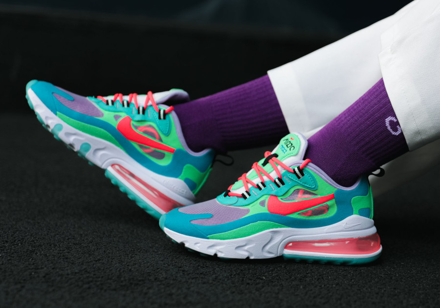 Womens Nike Air Max 270 React bleu ciel vert et rose on feet (3)