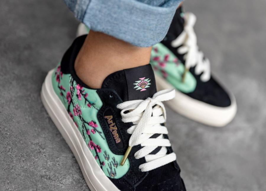 Adidas-Continental-Vulc-noire-avec-fleurs-de-cerisier-FV2701-1