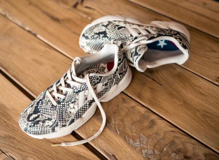 Adidas Yung 1 Falcon Dorf imprimé serpent beige (2-1)