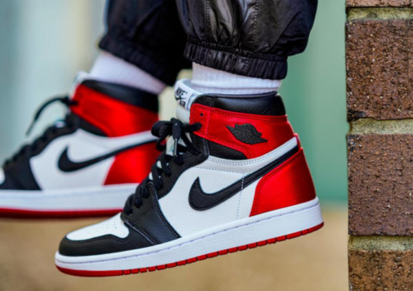 Air Jordan 1 Retro Wmns 'Satin Black Toe' CD0461-016