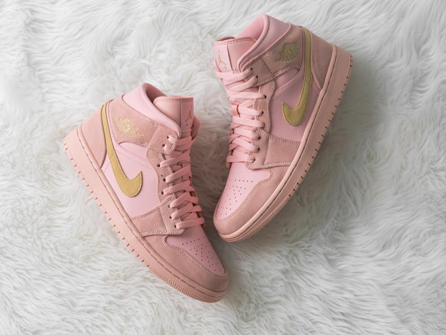 Air Jordan 1 mi montante rose et jaune doré (1)