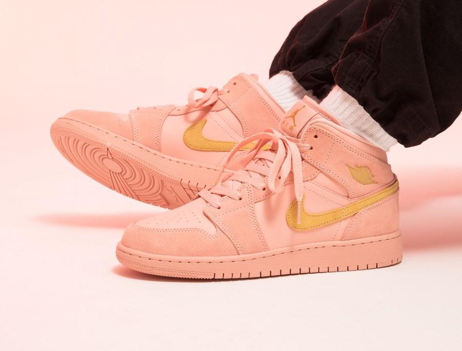 Air Jordan 1 mi montante rose et jaune doré (4)