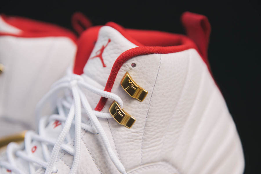 Air Jordan 12 blanche rouge et or métallique (3)