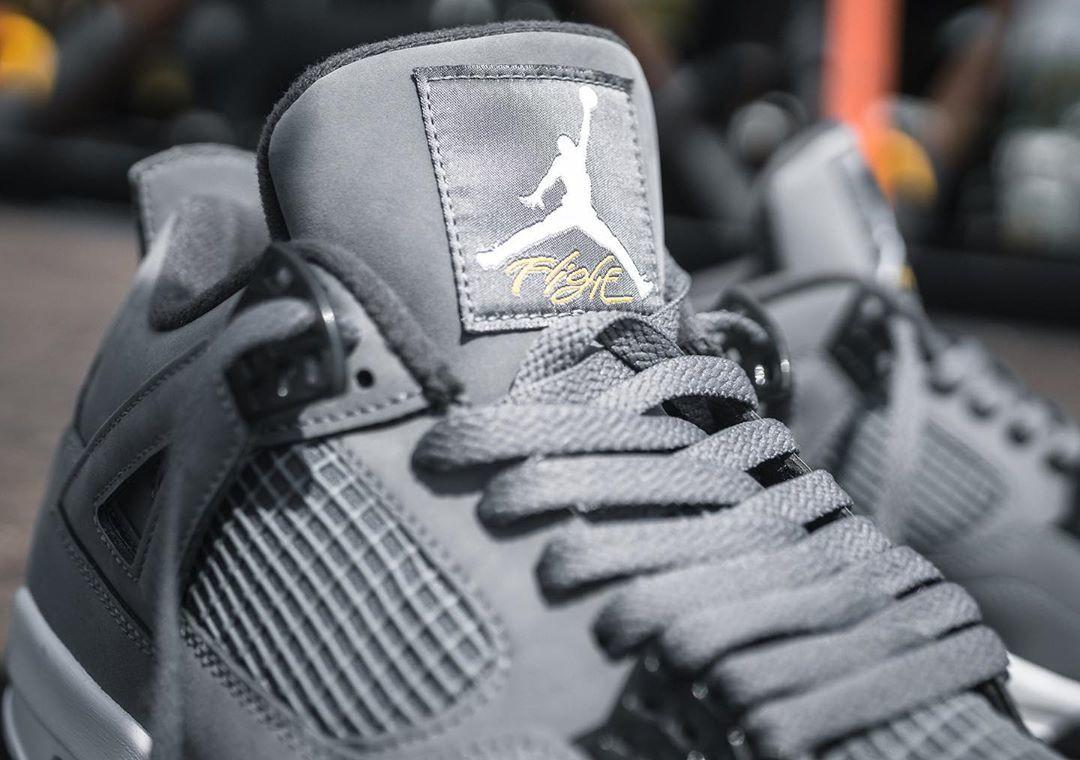 Air Jordan 4 grise argent métallique et jaune (1-1)
