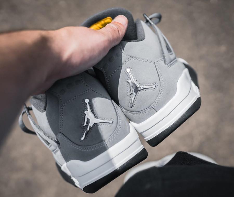 Air Jordan 4 grise argent métallique et jaune (1)