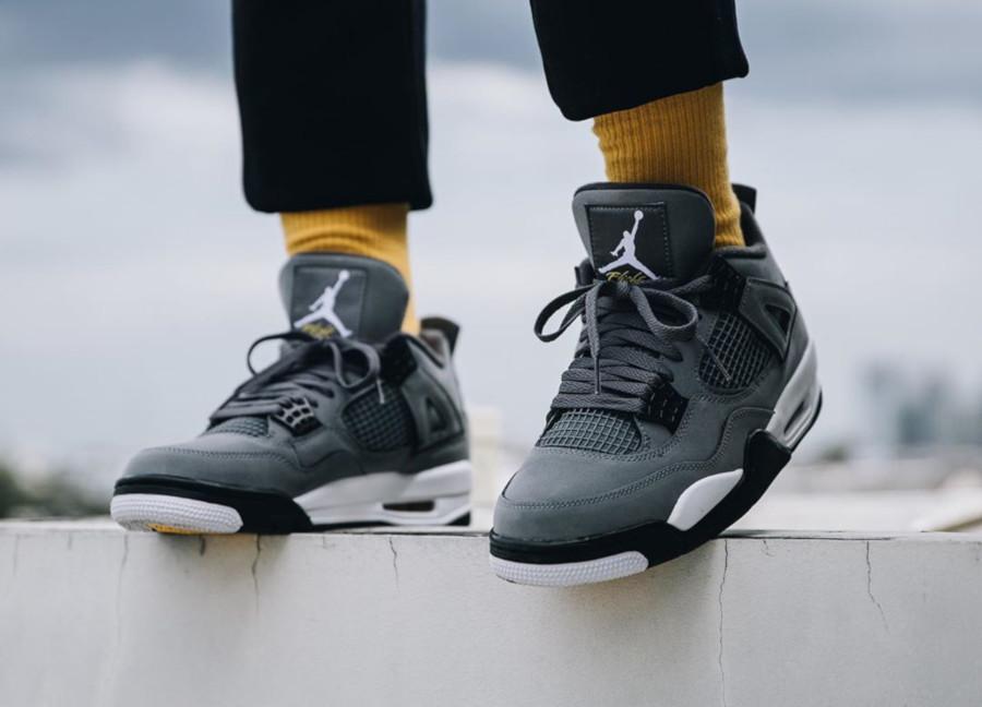 Air Jordan 4 grise argent métallique et jaune (3)