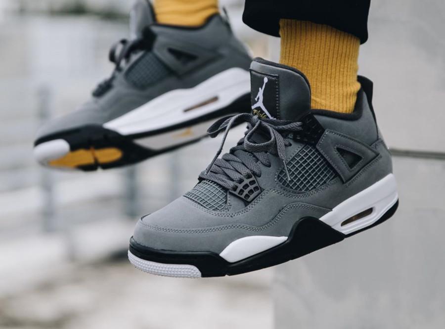 Air Jordan 4 grise argent métallique et jaune (4)