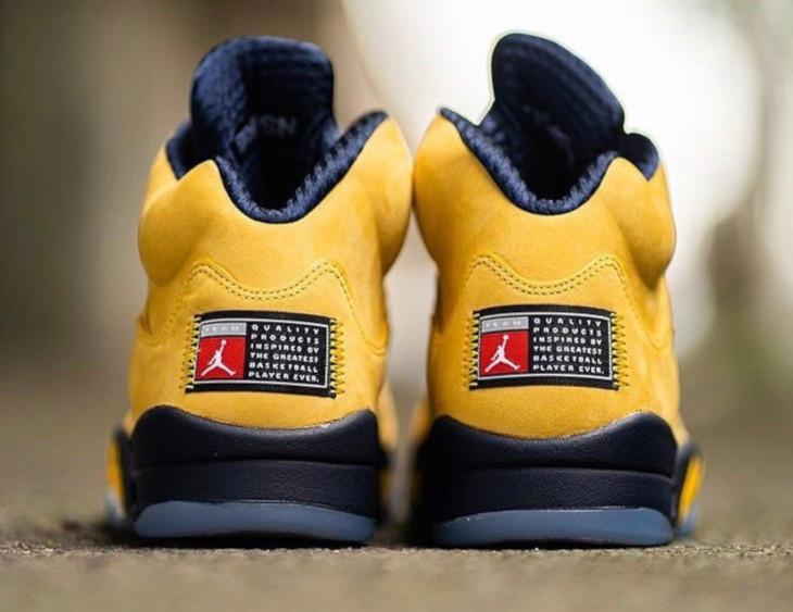 Air Jordan 5 bleue et en suède jaune (1)