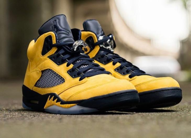 Air Jordan 5 bleue et en suède jaune (2)