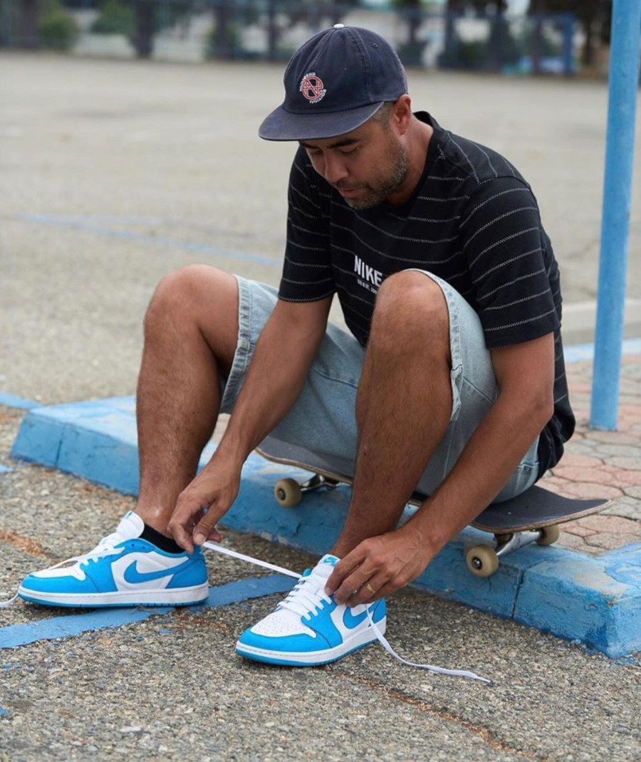 Eric Koston en Nike SB x Air Jordan 1 Low Carolina Blue