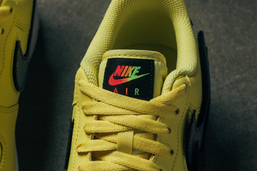 Nike Air Force 1 jaune avec un Swoosh interchangeable (1)
