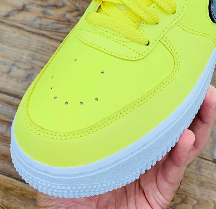 Nike Air Force 1 jaune avec un Swoosh interchangeable (4)